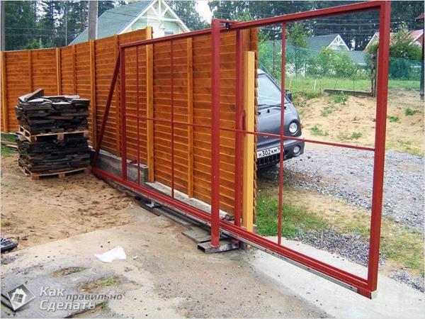 Как сделать раздвижные ворота - конструктивные особенности и монтаж (+схемы)