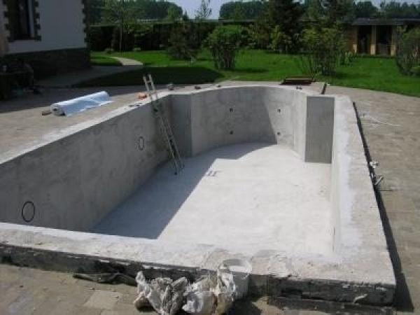 Бассейн из бетона своими руками: особенности выполнения работ