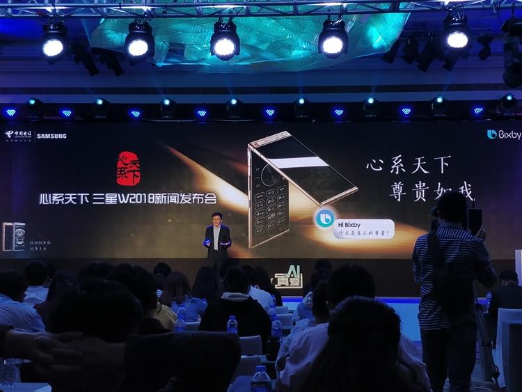 Представлен мощный смартфон-раскладушка Samsung W2018″