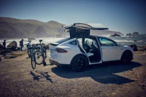 Из Tesla ушёл руководитель по программной части автопилота»