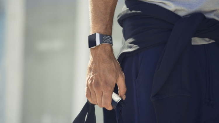Fitbit представила смарт-часы Ionic: Adidas»